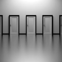 """É nos momentos de decisão que o seu destino é traçado. """"Tony Robbins"""""""